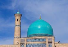 De Koepel en de minaret van de moskee Royalty-vrije Stock Foto