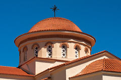 De Koepel van de kerk over Blauwe Hemel Stock Afbeeldingen
