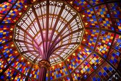 De koepel van het gebrandschilderd glasplafond in het Oude Capitool van de Staat van Louisiane stock foto's