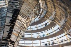 De koepel van het Reichstagglas van het Parlement in Berlijn (Bundestag) Royalty-vrije Stock Afbeeldingen