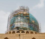 De koepel van historische Imam Mosque bij het Vierkant van naghsh-E Jahan, Isphahan, Iran onder vernieuwing het is één van de mee Stock Afbeelding