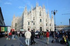 De Koepel van Milaan & mensen, de Italiaanse Dag van de Bevrijding Stock Afbeeldingen