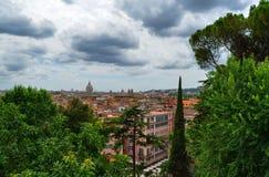 De koepel van Piazza San Pietro royalty-vrije stock fotografie