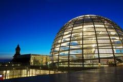 De Koepel van Reichstag Stock Afbeeldingen