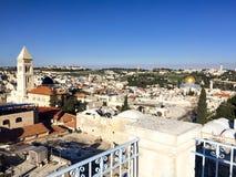 De koepel van de Rots op de Tempel zet met Onderstel Zion op de achtergrond op royalty-vrije stock foto's