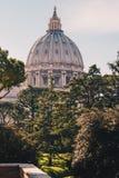 De koepel van St Peter Basiliek in de Stad van Vatikaan in Rome, het Stock Afbeeldingen