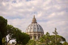 De Koepel van St Peter& x27; s Basiliek Stock Foto