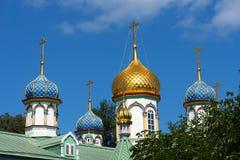 De koepels van de Kerk van Sinterklaas in Rogozhskaya Sloboda in Moskou, Rusland Stock Fotografie