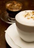 De koffie en de chocolade van cappuccino's Stock Foto's