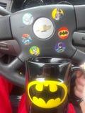 De koffie en de stickers van Batman royalty-vrije stock foto's