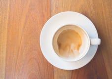 De koffie van de Drinken latte kunst Stock Afbeelding