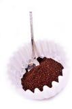 De koffie van de grond in de koffiefilter Stock Fotografie