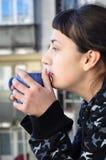 De koffie van de ochtend op het balkon Royalty-vrije Stock Fotografie