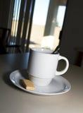 De Koffie van het ontbijt en een Wafeltje van de Suiker Stock Fotografie