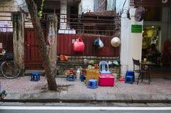 De koffie van het straatvoedsel op stoep in Hanoi Stock Foto's