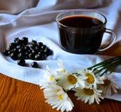 De koffie van de stilleven` Ochtend bij het plattelandshuisje ` Stock Afbeelding