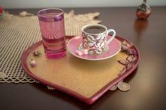 De koffie is zo belangrijk zoals presentatie in aroma stock afbeelding