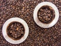 De koffieachtergrond van twee koffiekoppen Royalty-vrije Stock Fotografie