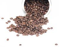 De koffiebonen in metaal kunnen Stock Foto
