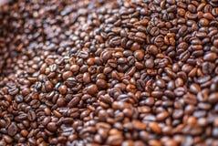 De koffiebonen textued achtergrondsamenvatting royalty-vrije stock afbeeldingen