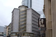 De koffiekameraden winkelen Embleem in Frankfurt royalty-vrije stock foto
