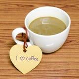 De koffiekop met hartmarkering schrijft I-het woord van de liefdekoffie Stock Afbeelding