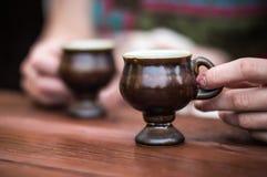 De koffiekop van de handholding Royalty-vrije Stock Fotografie