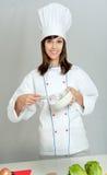 De kok met zwaait Stock Foto