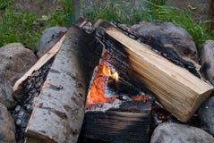 De kok steekt uit in brand Stock Afbeeldingen