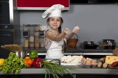 De kok van het meisje royalty-vrije stock afbeeldingen