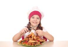 De kok van het meisje met kippentrommelstok royalty-vrije stock afbeeldingen