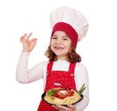 De kok van het meisje met spaghetti Royalty-vrije Stock Fotografie