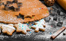 De kokende peperkoek van Kerstmiskoekjes Royalty-vrije Stock Foto