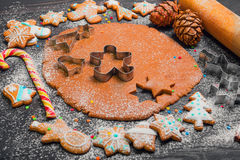 De kokende peperkoek van Kerstmiskoekjes Royalty-vrije Stock Afbeelding
