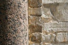 De kolom en de muur van de steen Stock Foto