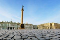 De kolom van Alexander op Paleisvierkant royalty-vrije stock foto's