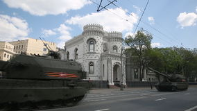 De kolom van Russische gemotoriseerde houwitsers coalitie-SV stock video