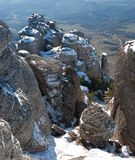 De kolommen van de steen van Dimerdzhi in de winter. De bovenkant Stock Fotografie