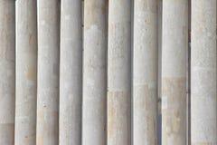 De kolommen van marmer, de achtergrond van de kolommen de structuur van de steenmonoliet smudges van oude dag royalty-vrije stock afbeeldingen