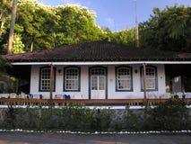 De koloniale bouw Stock Afbeeldingen