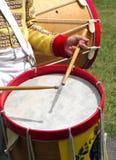 De koloniale Militaire Slagwerker van de Band Stock Afbeelding
