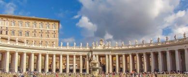 De kolossale Toscaanse colonnades van Vatikaan stock fotografie