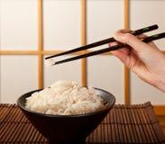 De kom en de eetstokjes van de rijst royalty-vrije stock foto's