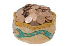 De kom van de klei met muntstukken Stock Foto
