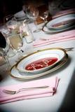De kom van de soep bij een huwelijksgebeurtenis stock foto's