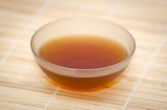 De kom van het glas met Indische zwarte thee royalty-vrije stock afbeelding