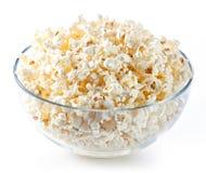 De kom van het glas met popcorn Stock Afbeeldingen