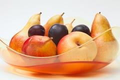 De kom van het glas met vers fruit Royalty-vrije Stock Foto's