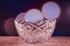 De kom van het kristalglas met bokehachtergrond Royalty-vrije Stock Foto