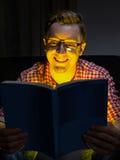 De komedie van de jonge mensenlezing Stock Fotografie